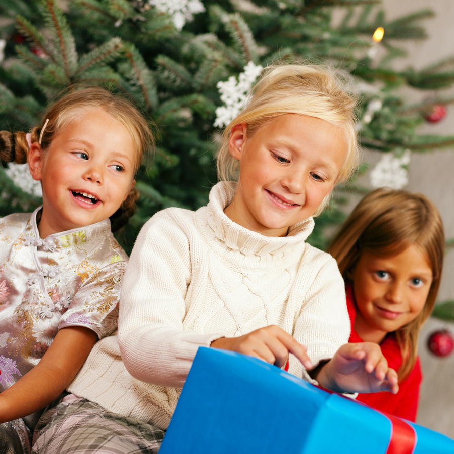 How to Save Money on Christmas Gifts for the Kids